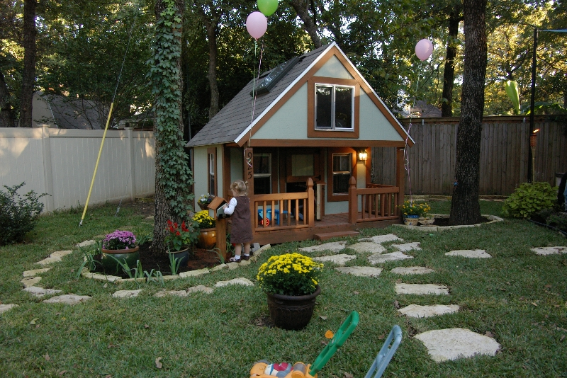 kids-playhouse-construction