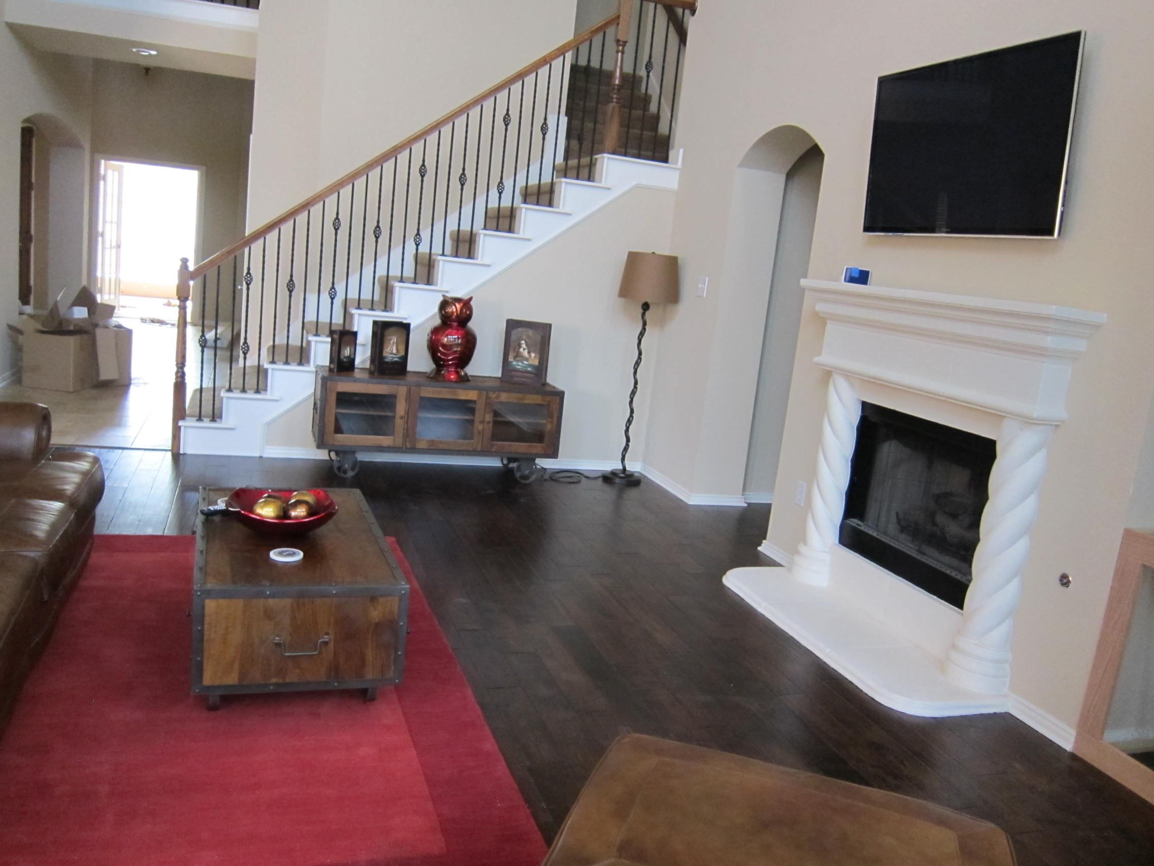 Awesome 20 stunning laminate flooring vs hardwood for Wooden flooring dealers